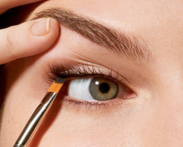 How-to-Apply-Eyeliner-–-Tips-Secrets-and-Best-Eye-Liner-Type (Copy)