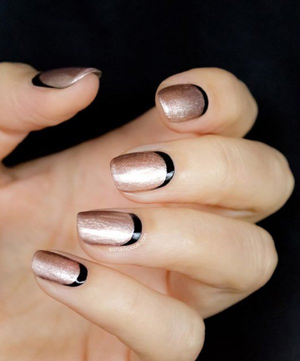 gold-with-balck-crescent-moon-nails-8