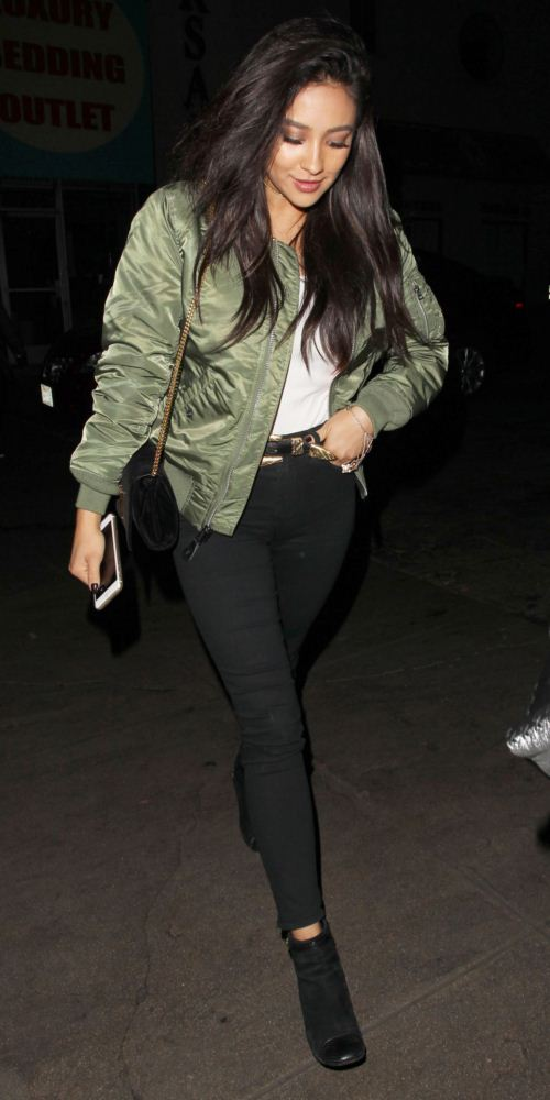 51926277 Celebrities enjoy a night out at The Nice Guy nightclub on December 9, 2015 in West Hollywood, California. Celebrities enjoy a night out at The Nice Guy nightclub on December 9, 2015 in West Hollywood, California. Pictured: Shay Mitchell FameFlynet, Inc - Beverly Hills, CA, USA - +1 (818) 307-4813