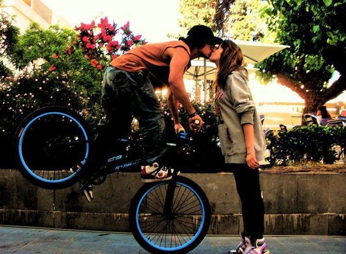 5_kissing-is-germ-city
