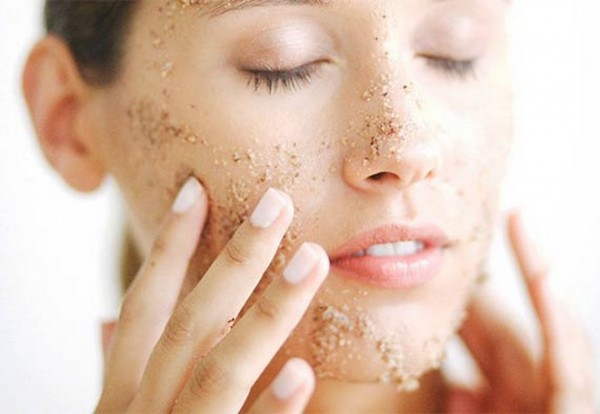 How-To-Take-Care-Of-Dry-Skin-In-Summer-600x414