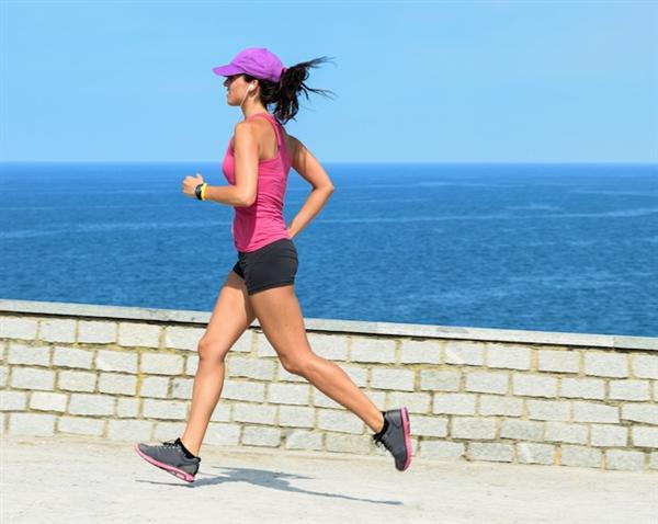 girl_running_earbuds