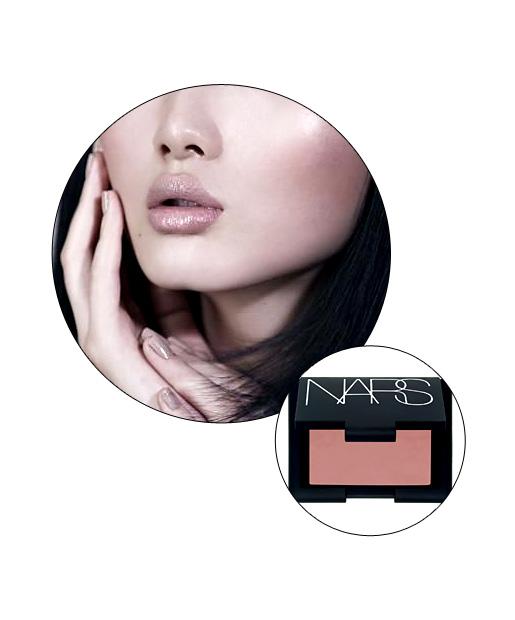05-totalbeauty-logo-finger-makeup