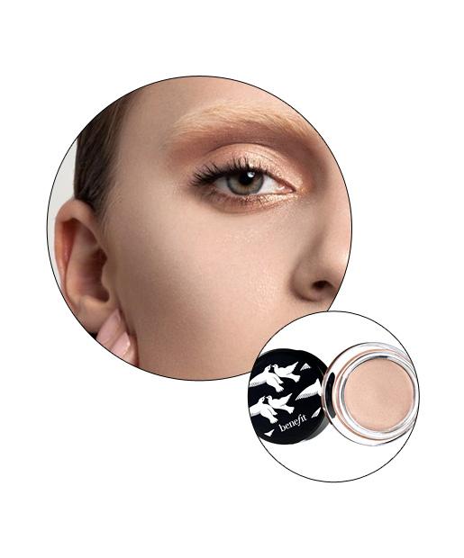 06-totalbeauty-logo-finger-makeup