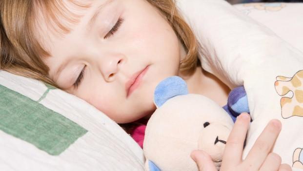little_girl_asleep99419842-621x351