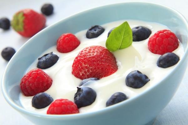 Bowl-of-Yogurt-with-Fruit