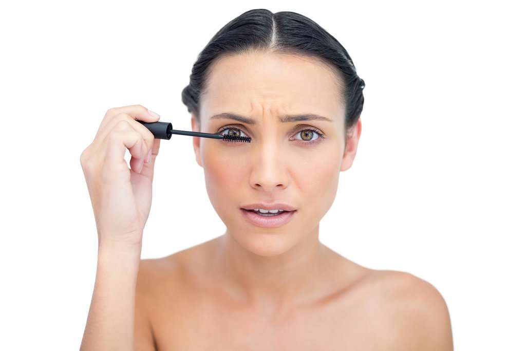 Pumping-brush-almost-empty-mascara-tube