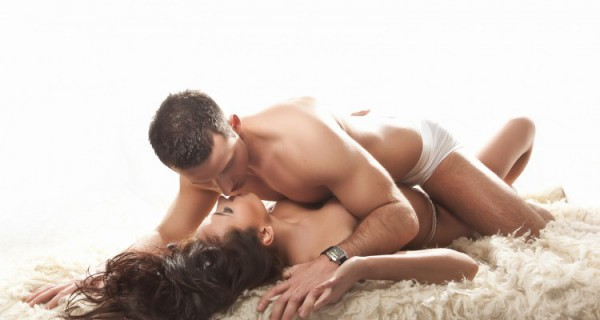 bigstock-Sexy-couple-in-romantic-pose-13728353-750x400