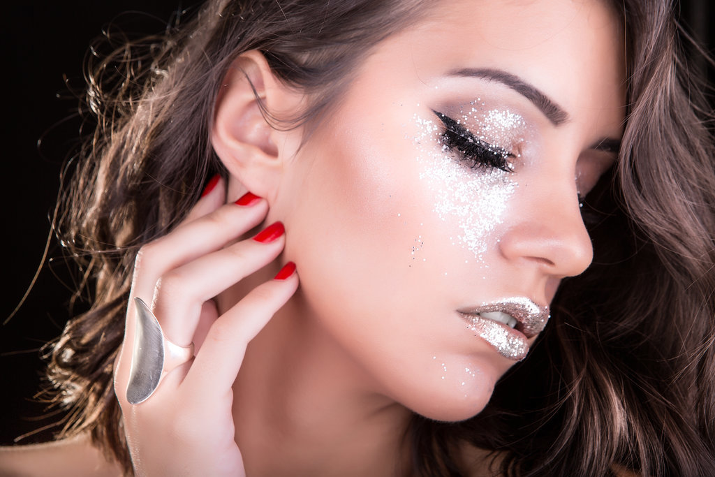 using-primer-glitter-eye-shadow