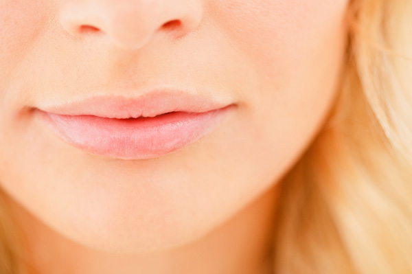 woman-with-healthy-lips