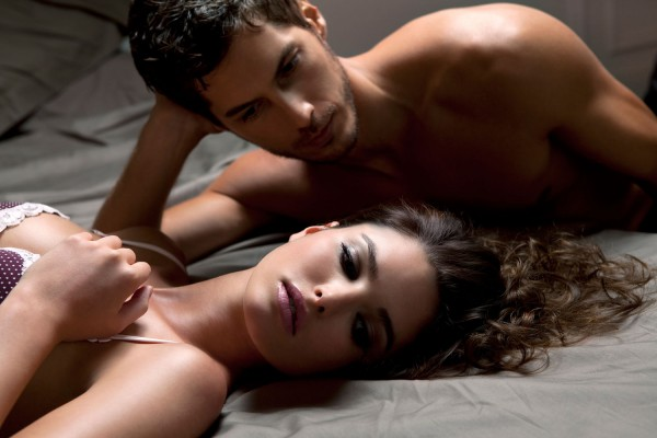 02-couple-lying-in-bed-main