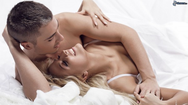 couple-in-bed-159416
