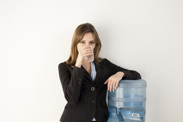 cutcaster-100507716-office-worker-at-water-cooler-small
