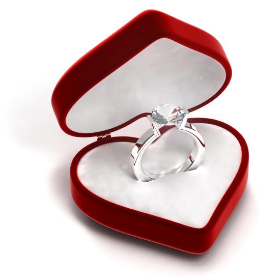 diamond-wedding-ring-in-case-6