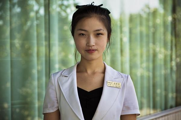 Photographer-Captures-Female-Beauty-North-Korea