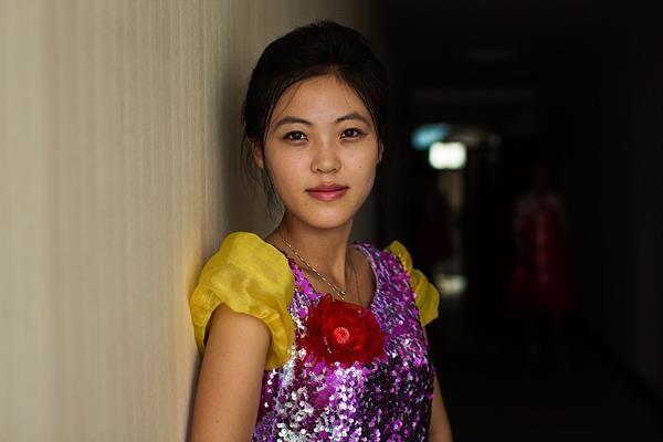 Singer-Before-Her-Show-Sinuiju