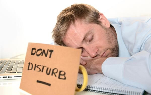 how-to-actually-take-a-nap-at-work-1431435606611