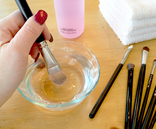 cleaning-makeup-brushes-3