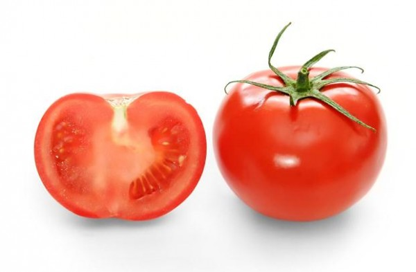 Best-Home-Remedies-For-Acne-And-Pimples-Use-Tomatoes