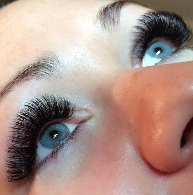 DONT-forget-groom-your-lashes-daily