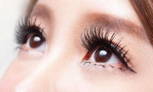 The-Dangers-of-Eyelash-Extensions