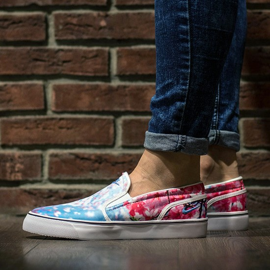 eng_pm_Womens-Shoes-sneakers-Nike-Toki-Slip-On-Cherry-Blossom-820223-141-9942_1