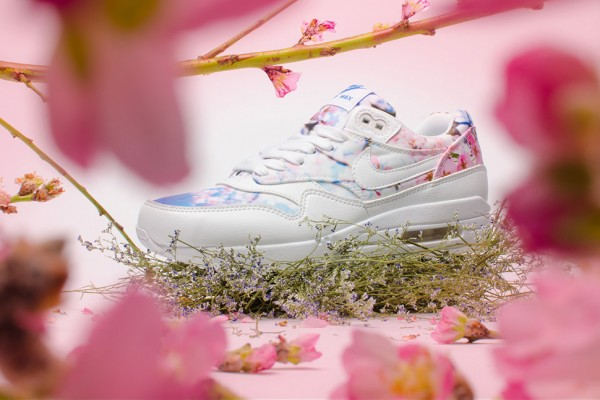 nike-wmns-blossom-pack-1