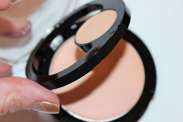 revlon-colorstay-2-in-1-compact-makeup-concealer-review-3-639x426