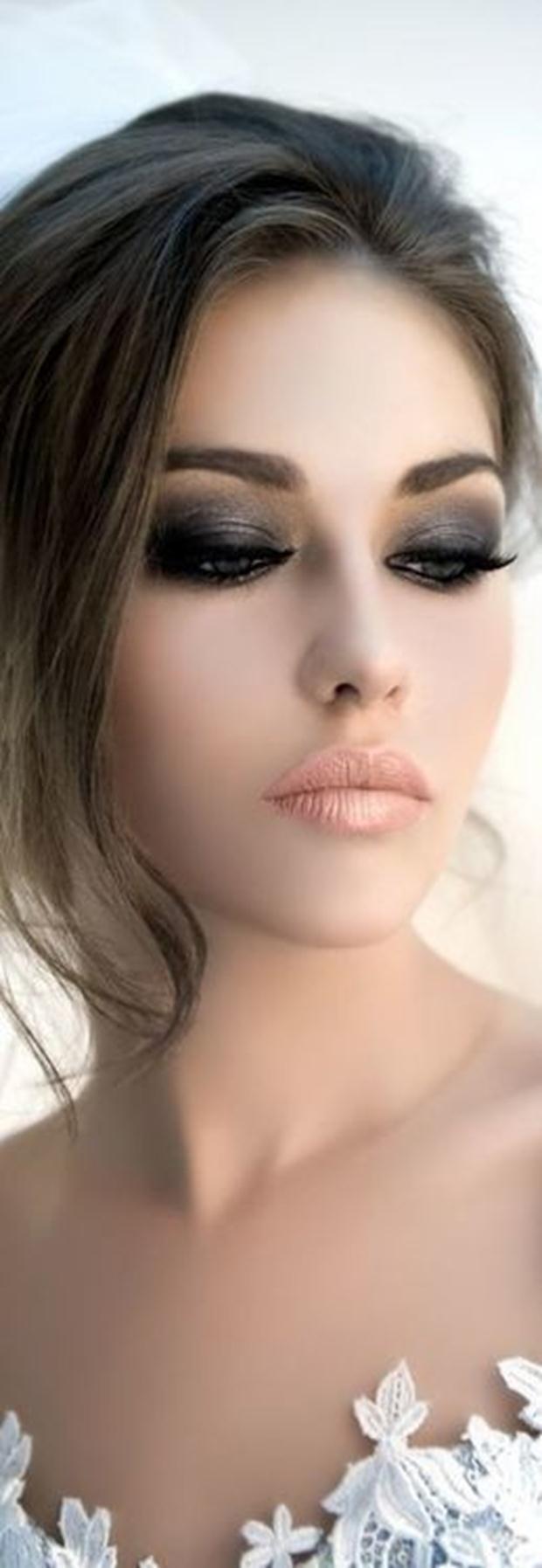 Black-Smoky-Eye-with-Nude-Lip-Makeup-Idea