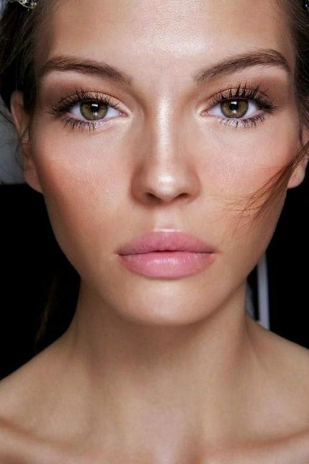 Bronze-Eye-Makeup-with-Nude-Lips