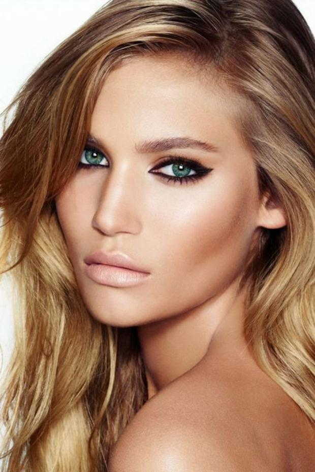 Chic-Makeup-Idea-with-Thick-Eye-Liners-and-Nude-Lips