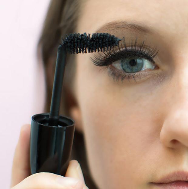 bend-mascara-brush