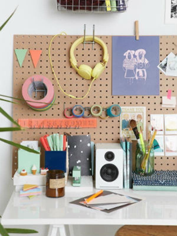 organized-desk-urban-outfitters