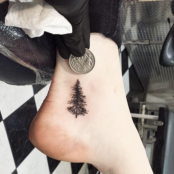 tiny-foot-tattoo-ideas-67-57513d31d0bd9__605 (Copy)