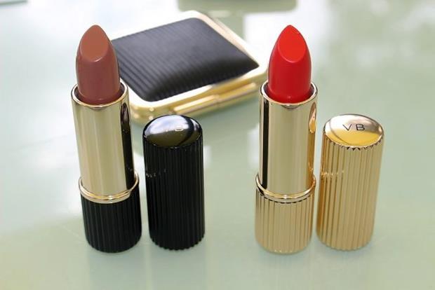 victoria-beckham-estee-lauder-lipstick-review-3-650x434