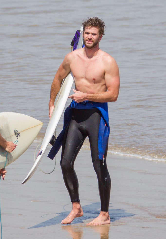 Liam-Hemsworth-Shirtless-While-Surfing-Australia