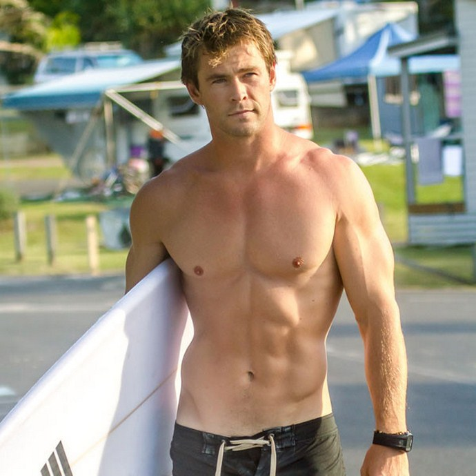 rs_600x600-150303181014-600-chris-hemsworth-shirtless.jw.3315