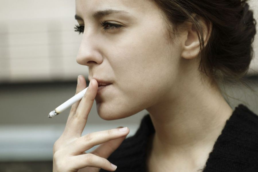 childless-girl-smoking